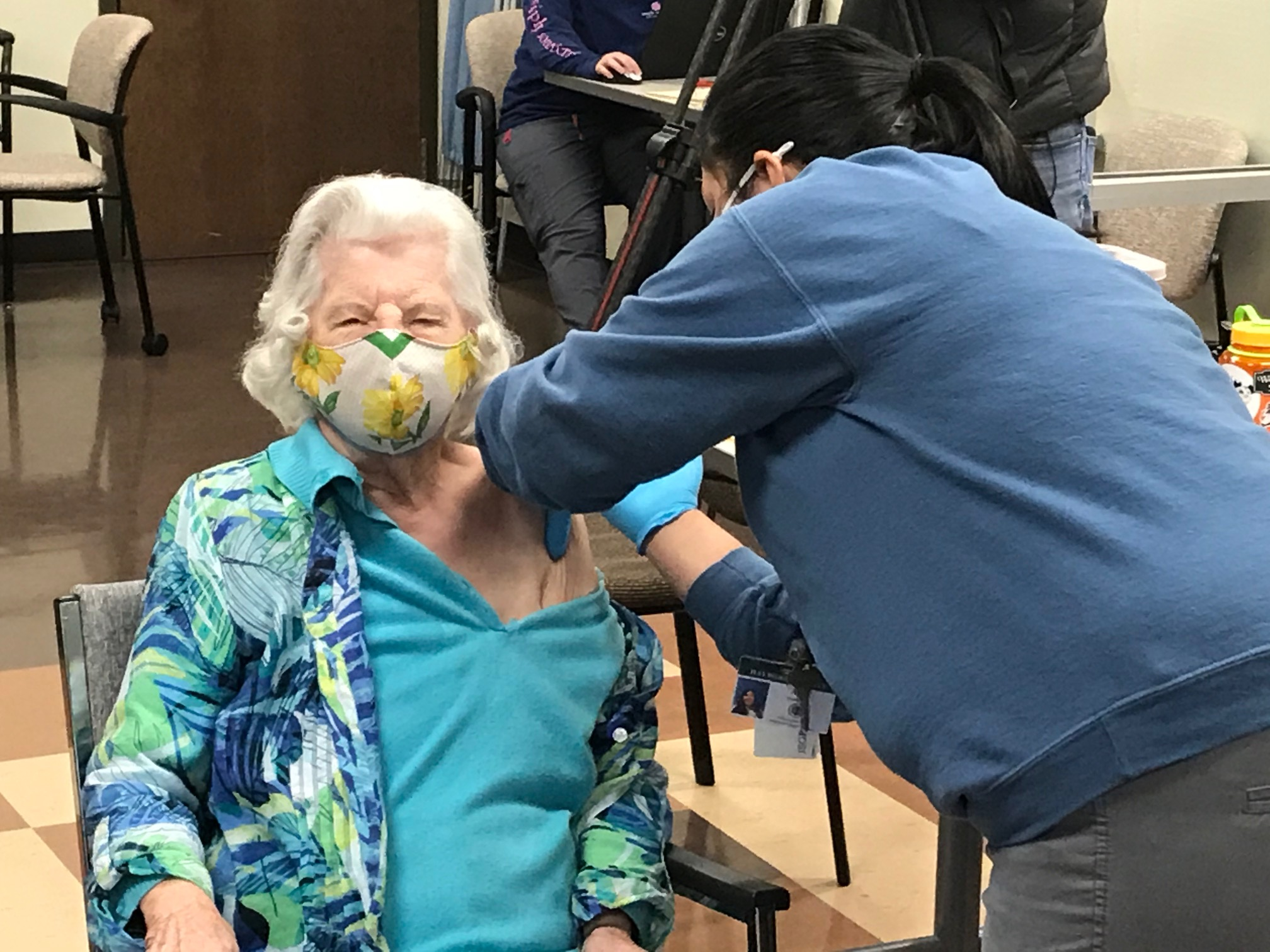 98-year-old Sara Brown received her first dose of the COVID-19 vaccine. (Photo credit: WLOS)