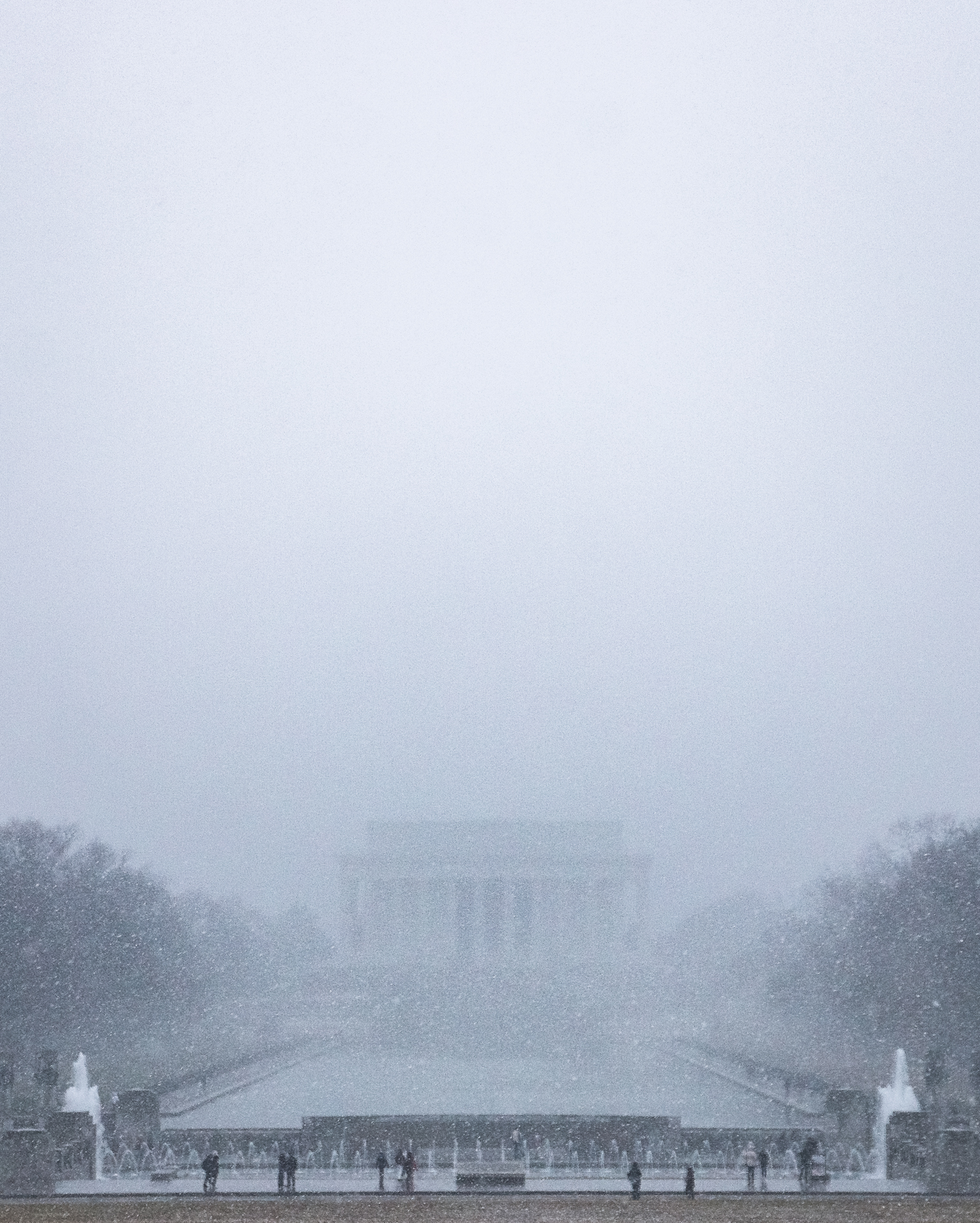 Winter Whiteout – Limited visibility due to a winter storm passing over the Lincoln Memorial (Image: Zack Lewkowicz)<p></p>