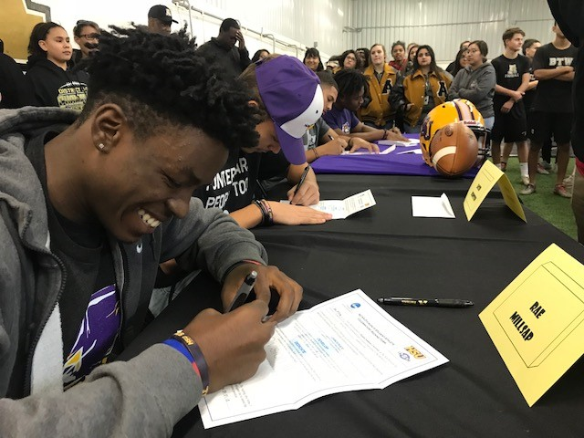 Raekwon Millsap and his fellow Abilene High teammates signed commitment letters to HSU.<p></p>