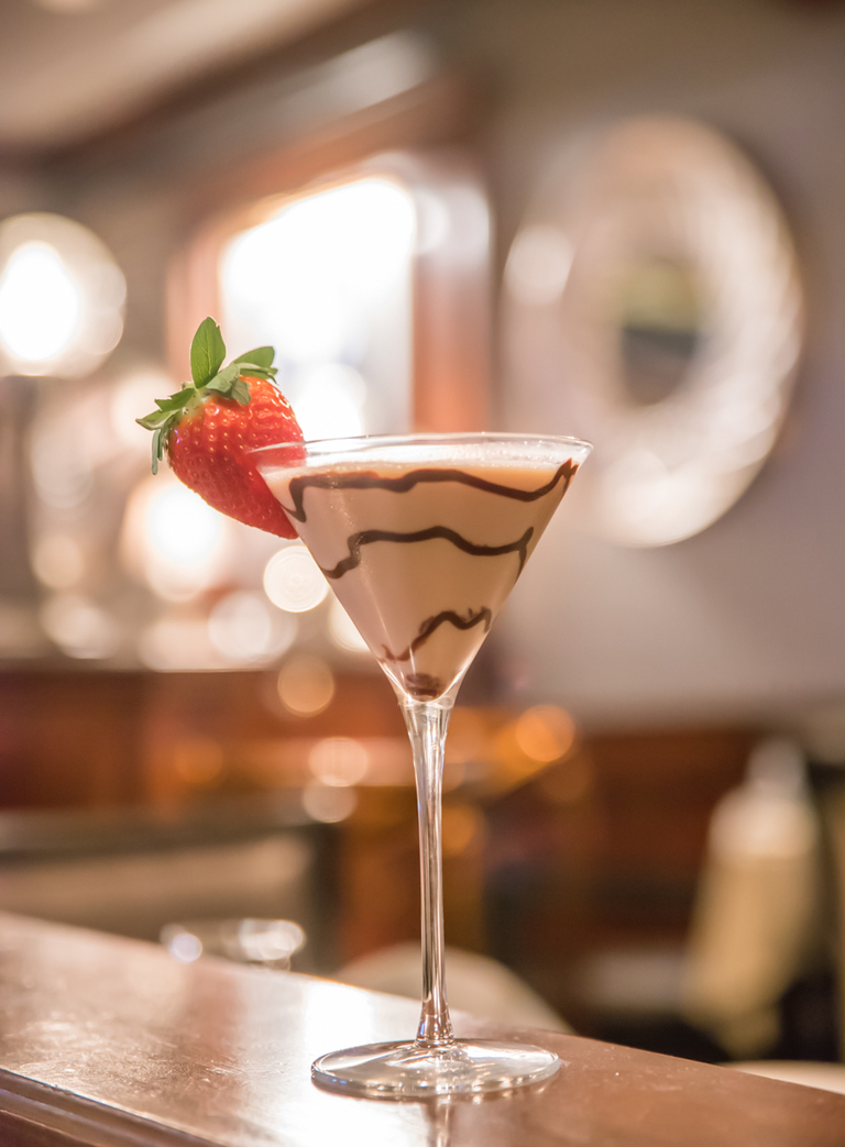 Chocolate Martini: vanilla vodka, baileys, and Godiva dark chocolate / Image: Sherry Lachelle Photography // Published: 3.21.18<br><p></p>