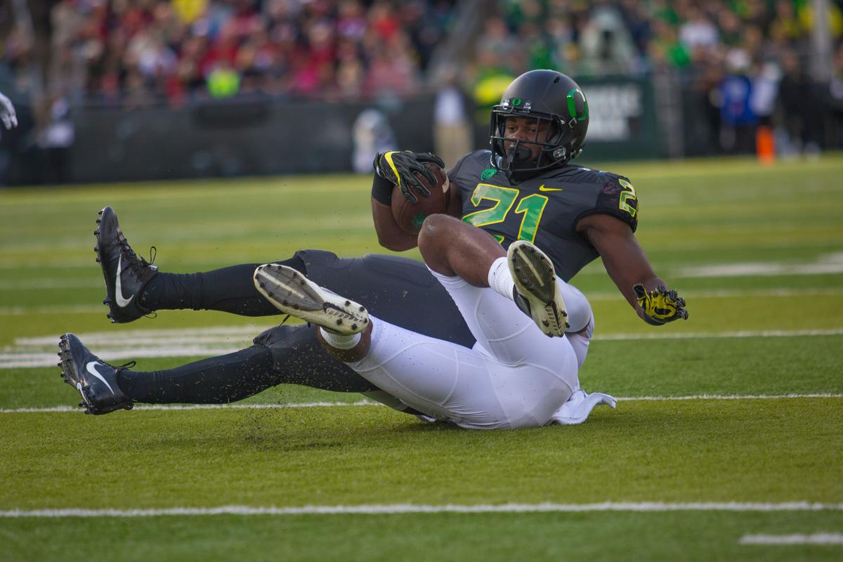 Oregon running back Royce Freeman (#21) is brought down by a Stanford defender. At the half, the Stanford Cardinal lead the Oregon Ducks 38-13. Photo by Dillon Vibes