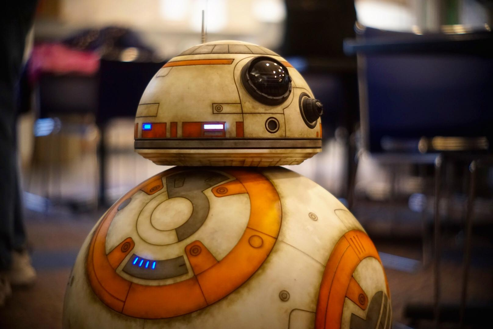 BB-8 from &quot;Star Wars: The Last Jedi&quot; stops by the KOMO studio Tuesday, Nov. 14, 2017. (Photo: KOMO News)<p></p>