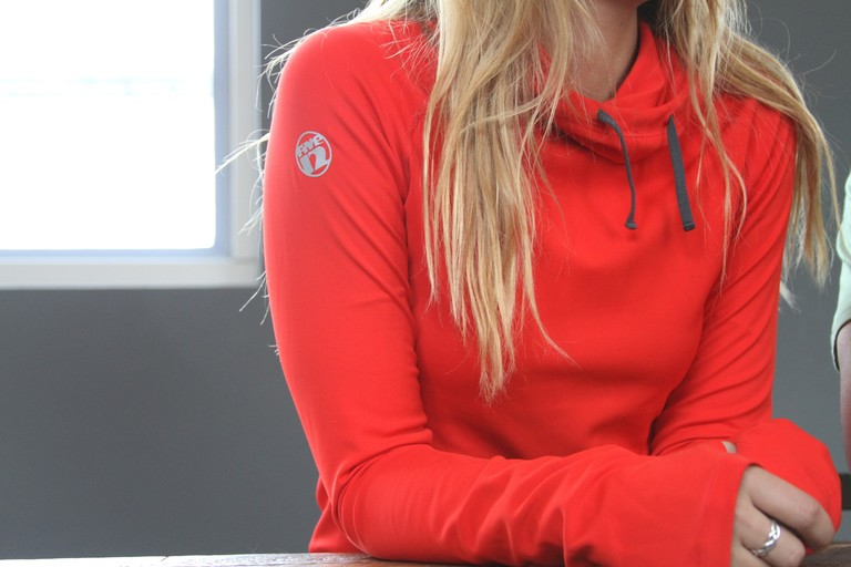 With a thermal funnel neck, convenient thumb holes and UV protective, odor-resistant and moisture wicking fabric, the Luna Therma Hoody from Five12 is a mid-layer that eco-conscious athletes will love.