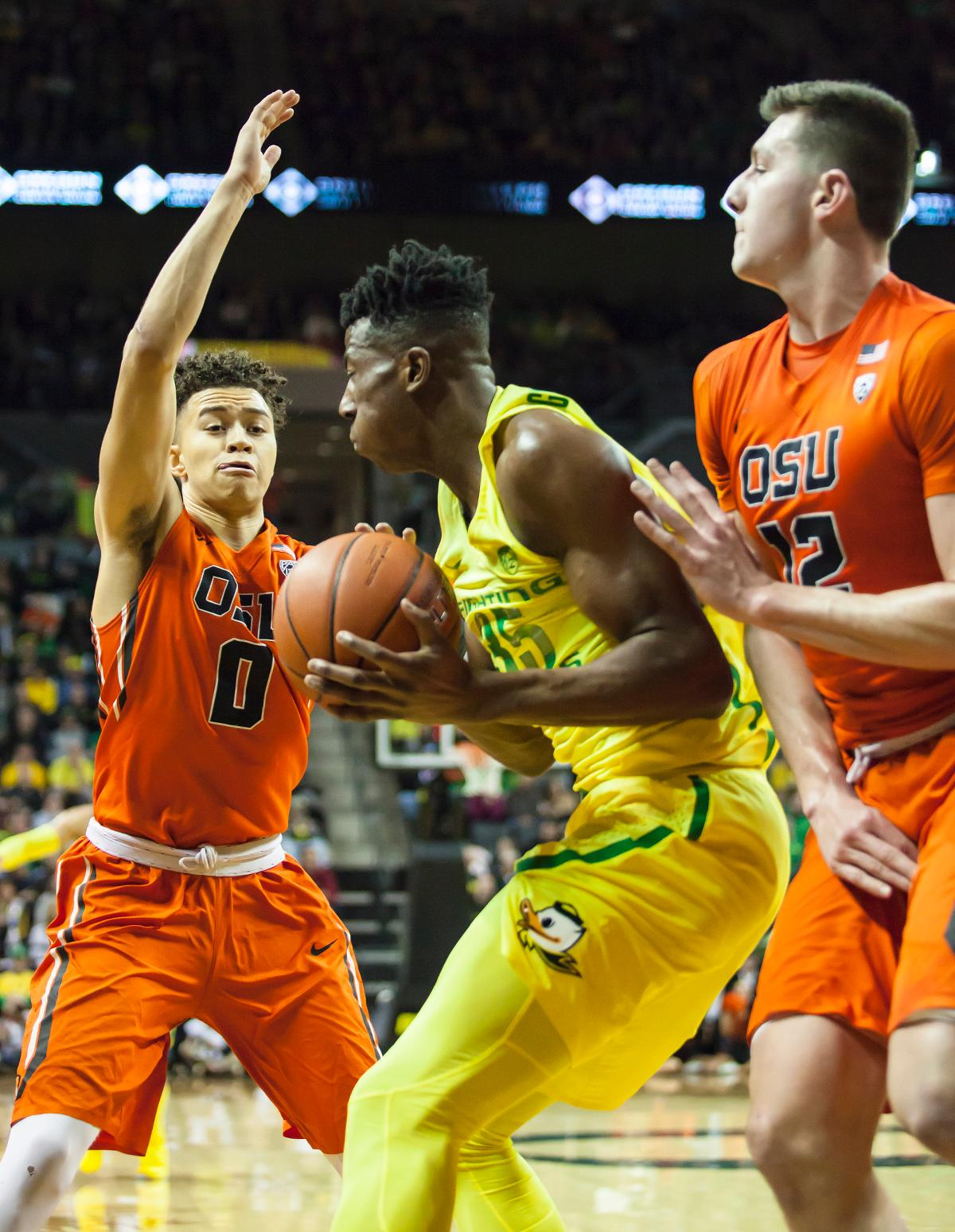Oregon forward Kavell Bigby-Williams (#35) protects the ball from Oregon State's Jaquori McGlaughlin (#0). The Oregon Ducks defeated the Oregon State Beavers 85 to 43. Photo by Ben Lonergan, Oregon News Lab