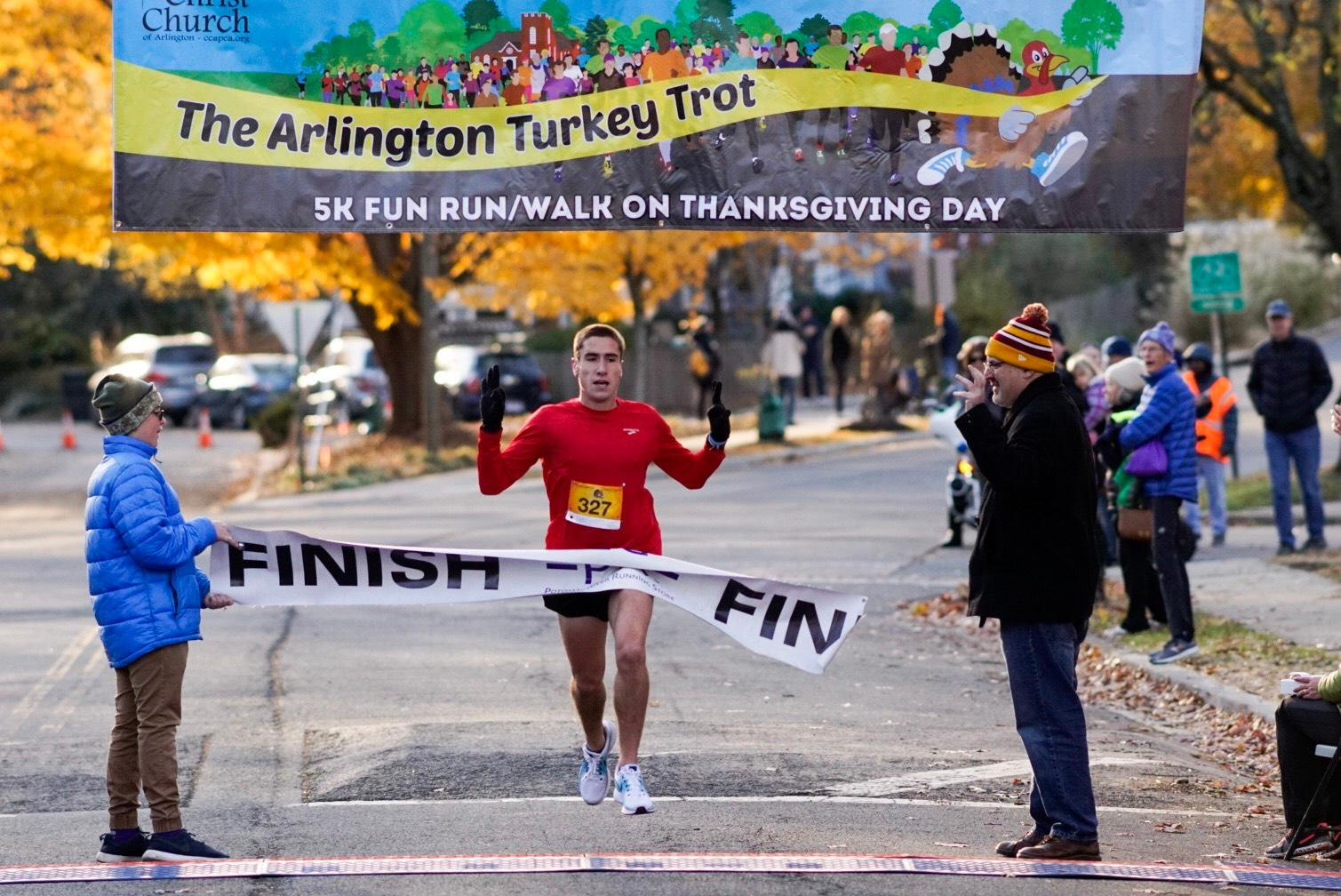 The Arlington Turkey Trot donates proceeds to six local charities, so you're doing some good for your body AND for your community. (Image Mark Riley/ Arlington Turkey Trot)<p></p>
