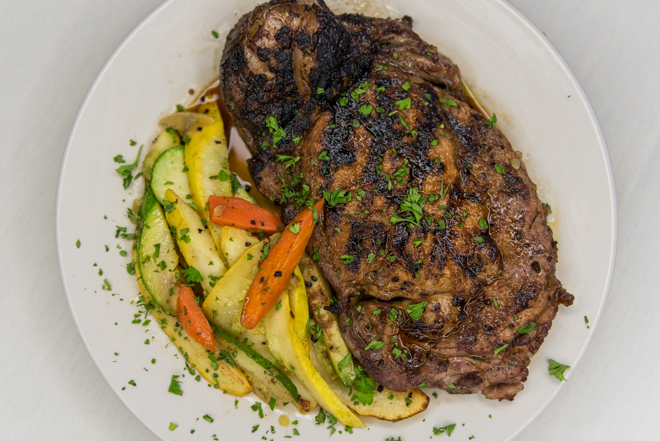 12 oz. ribeye with vegetable medley / Image: Mike Menke // Published: 6.16.18