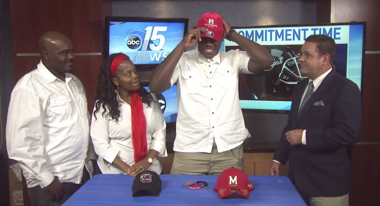 Conway lineman Raiqwon O'Neal announced live on ABC15 Sports that he is committing to Rutgers University.