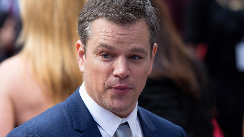 Matt Damon surprises students by working out at university gym