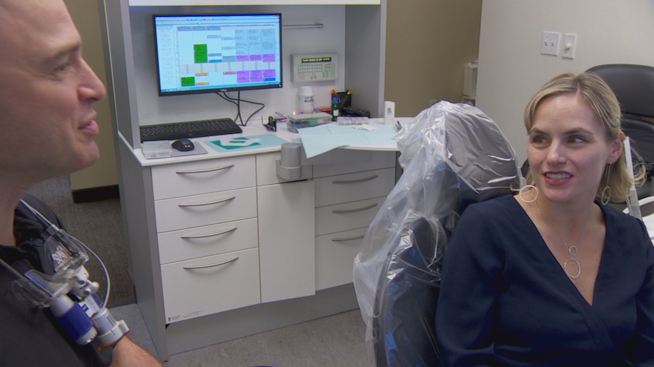 Dr. Kelly Blodgett, left, performed pinhole gum rejuvenation on patient Jodi Bolka. (KATU)<p></p>