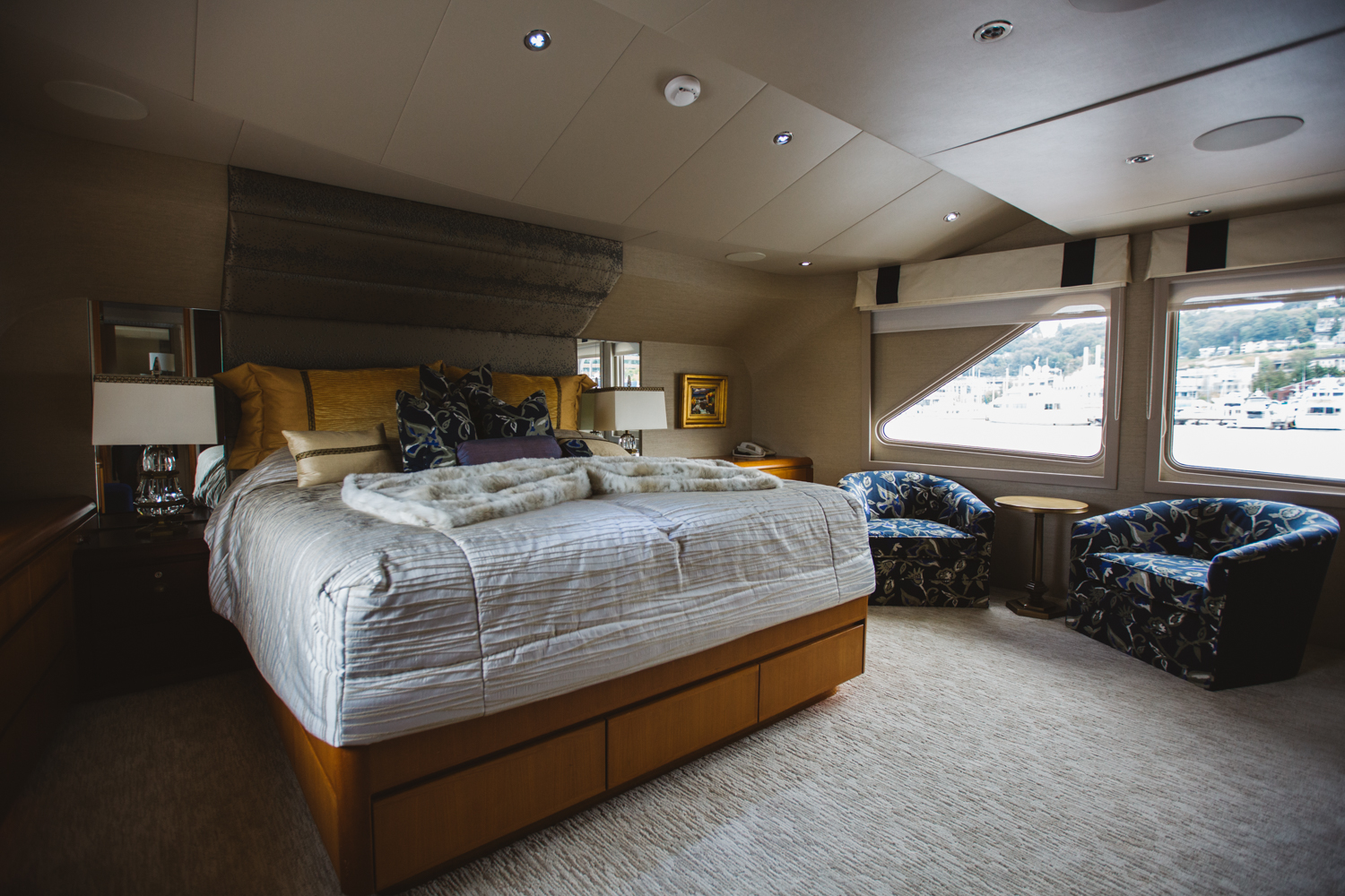 With a fleet that encompasses over 225 vessels, the Boats Afloat Show located at Lake Union highlights some of the finest boats to grace the open waters. The Afterglow is most definitely one of those boats, boasting an impressive 4 staterooms, each with their own ensuite bath, allowing it to comfortably accommodate 8 guests. In addition, her expansive 4,000 mile range at a 12 knot pace allows you the luxury of sustained travel. (Image: Ryan McBoyle / Seattle Refined)