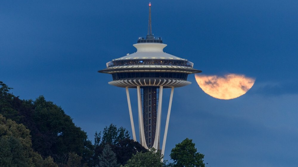 "Photos: ""Buck"" moon makes dramatic entrance over Puget Sound skies"