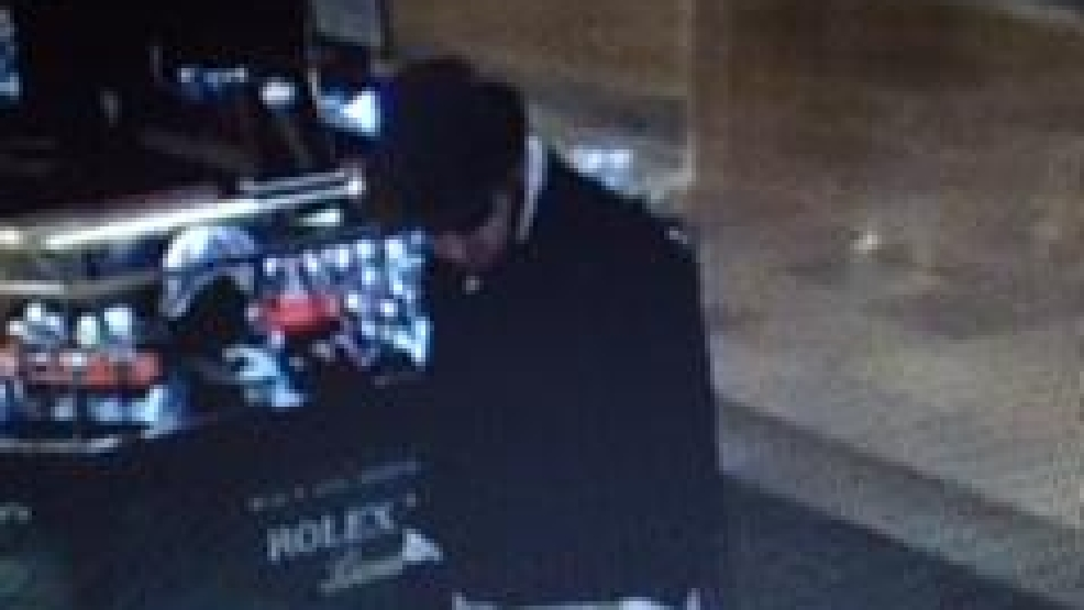 Sapd seeks information on suspected jewelry store robber for Showcase motors san antonio