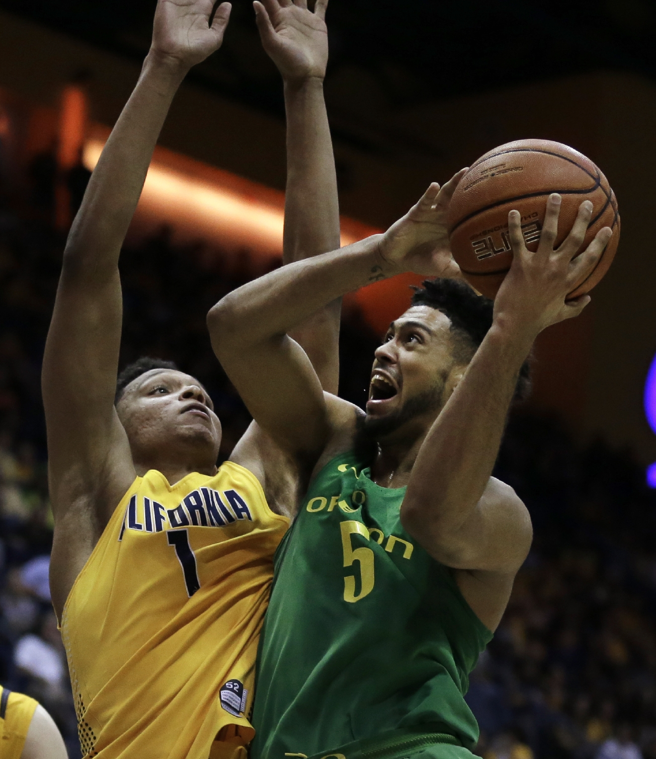 Oregon's Tyler Dorsey, right, shoots against California's Ivan Rabb in the second half of an NCAA college basketball game, Wednesday, Feb. 22, 2017, in Berkeley, Calif. Oregon won 68-65. (AP Photo/Ben Margot)