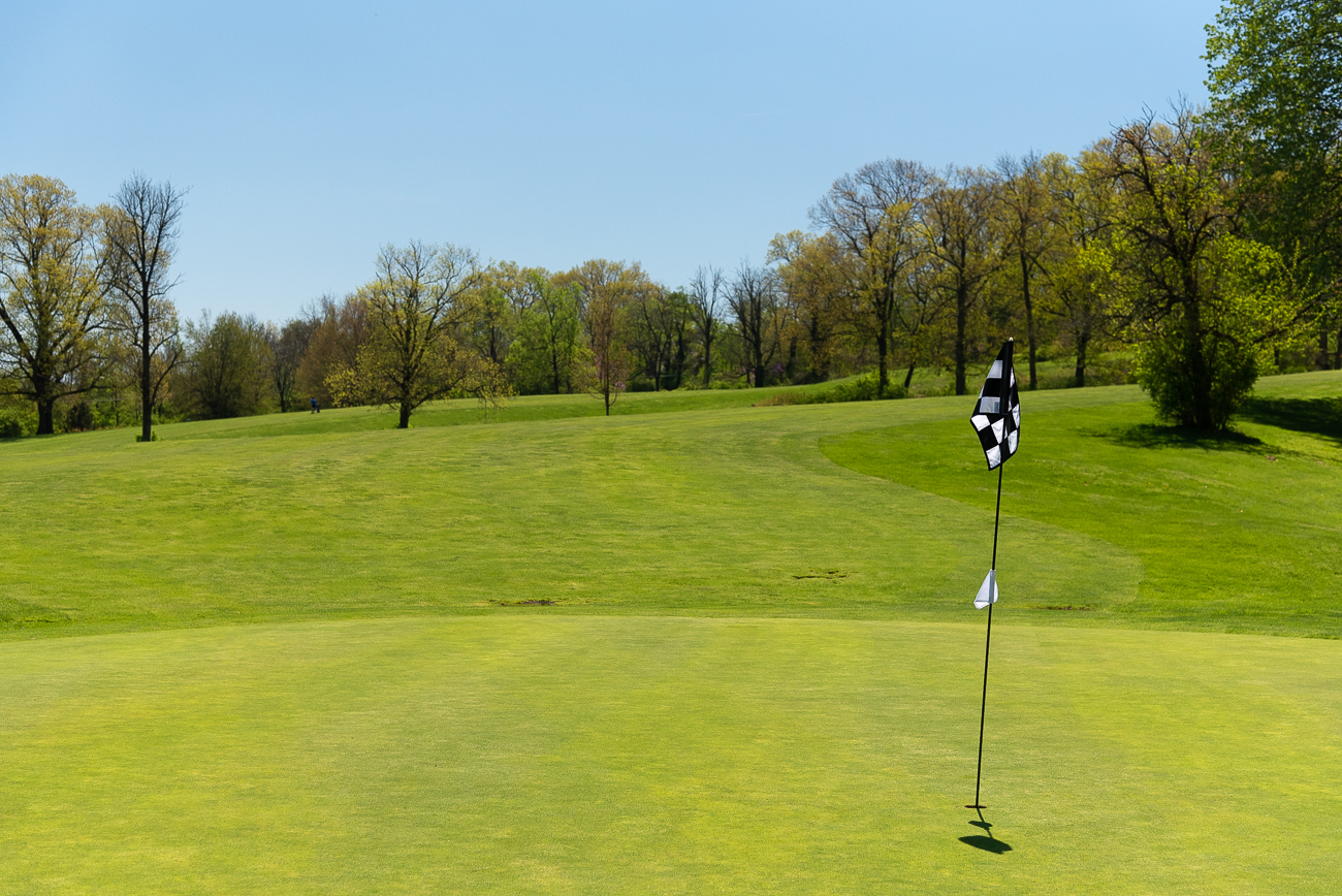 The hiking trails and forest area is a small section of a much larger facet of Avon Woods: the accompanying golf course. Carts zip down paved roads between all 18 courses while golfers quietly practice becoming the next Tiger Woods. / Image: Phil Armstrong, Cincinnati Refined // Published: 4.25.19