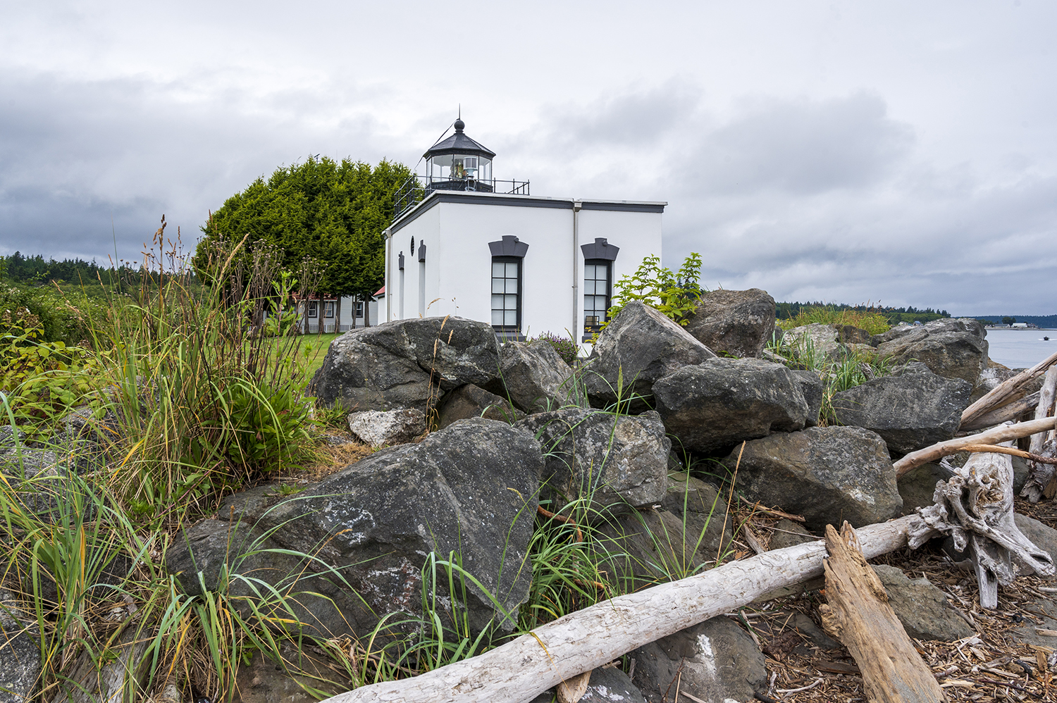 Fully automated to a rotating beacon in 1977, the keeper's quarters were reserved for the Coast Guard. But today, you can traverse the sandy beaches or stay overnight in one of the United States Lighthouse Society's vacation rentals: a large Historic Keeper's Quarters or the one-bedroom Keeper John Maggs' House. (Image: Rachael Jones / Seattle Refined)