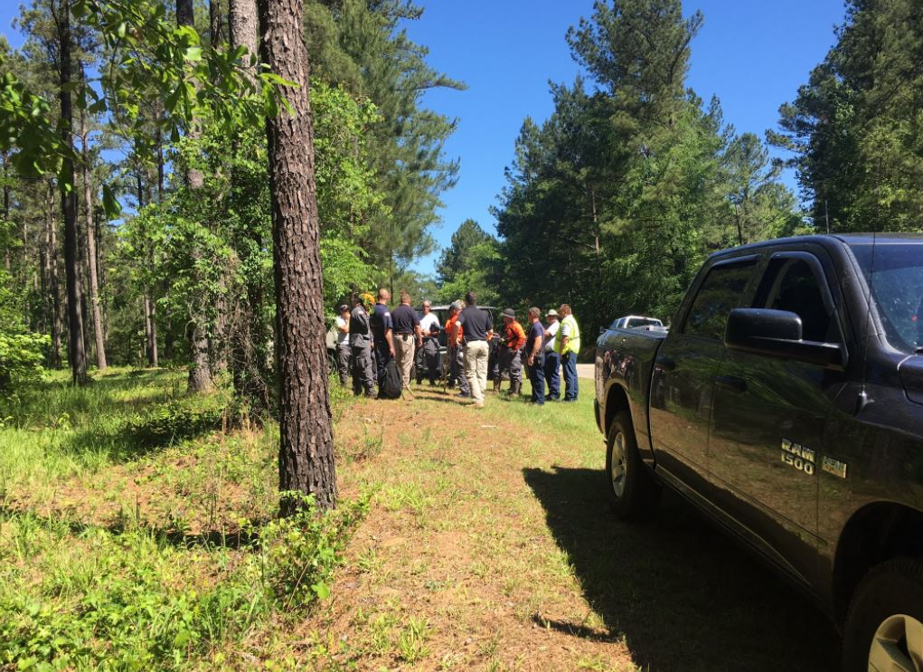 A search team gathers in Monroe County to search for Lori Williams / Danielle Apolinar (WGXA)