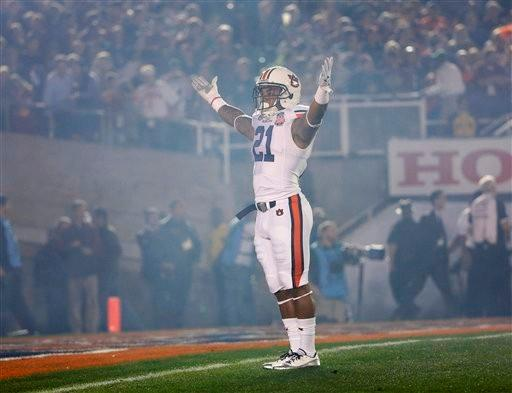 Auburn's Tre Mason acknowledges the crowd during the first half of the NCAA BCS National Championship college football game against Florida State Monday, Jan. 6, 2014, in Pasadena, Calif.