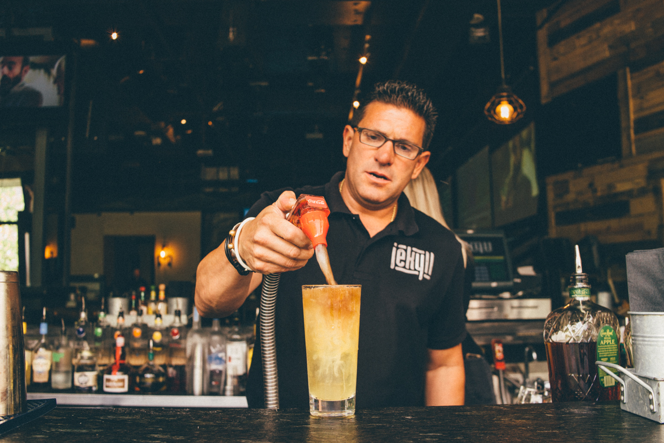 Craig Nuncio making a classic Long Island Iced Tea / Image: Catherine Viox // Published: 8.18.17