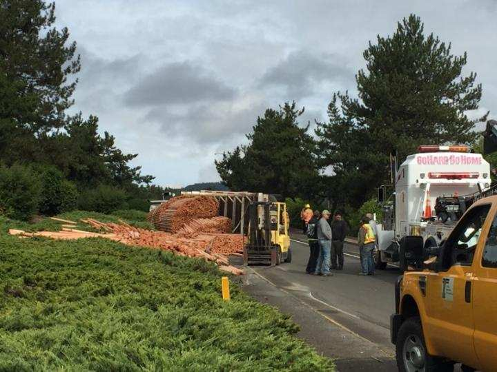 A semi-truck rollover closed the Roseburg on-ramp for Exit 124 from Harvard Ave., Sept. 21, 2017. (SBG)