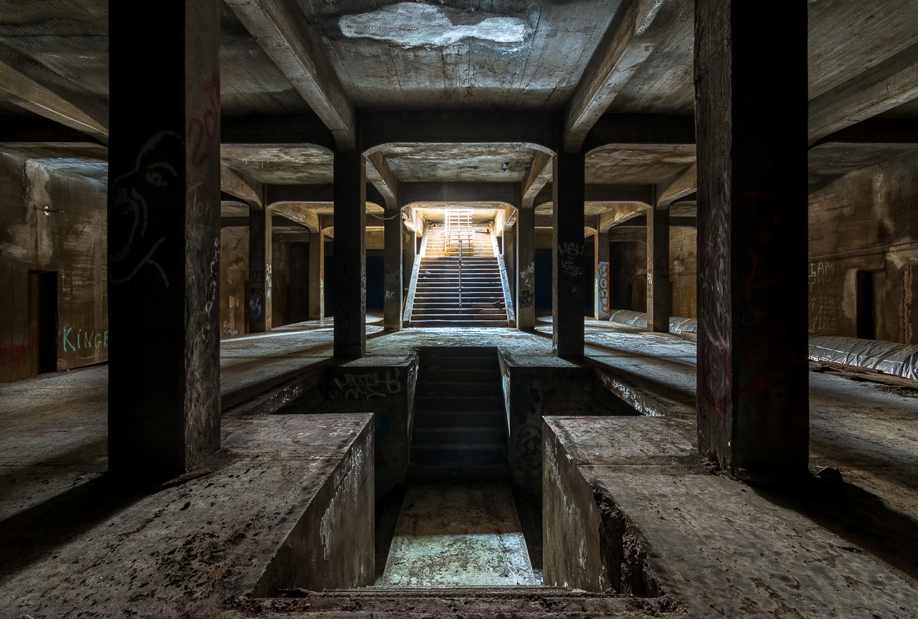 "The city of Cincinnati has an abandoned subway system that was started nearly 100 years ago. While it's closed to the public for safety reasons, we received permission to descend into the Race Street station to take photos. First published on June 14 in ""A Journey Into The Eerie, Old, & Oft Forgotten Underground World Of Cincinnati"" / Image: Phil Armstrong"
