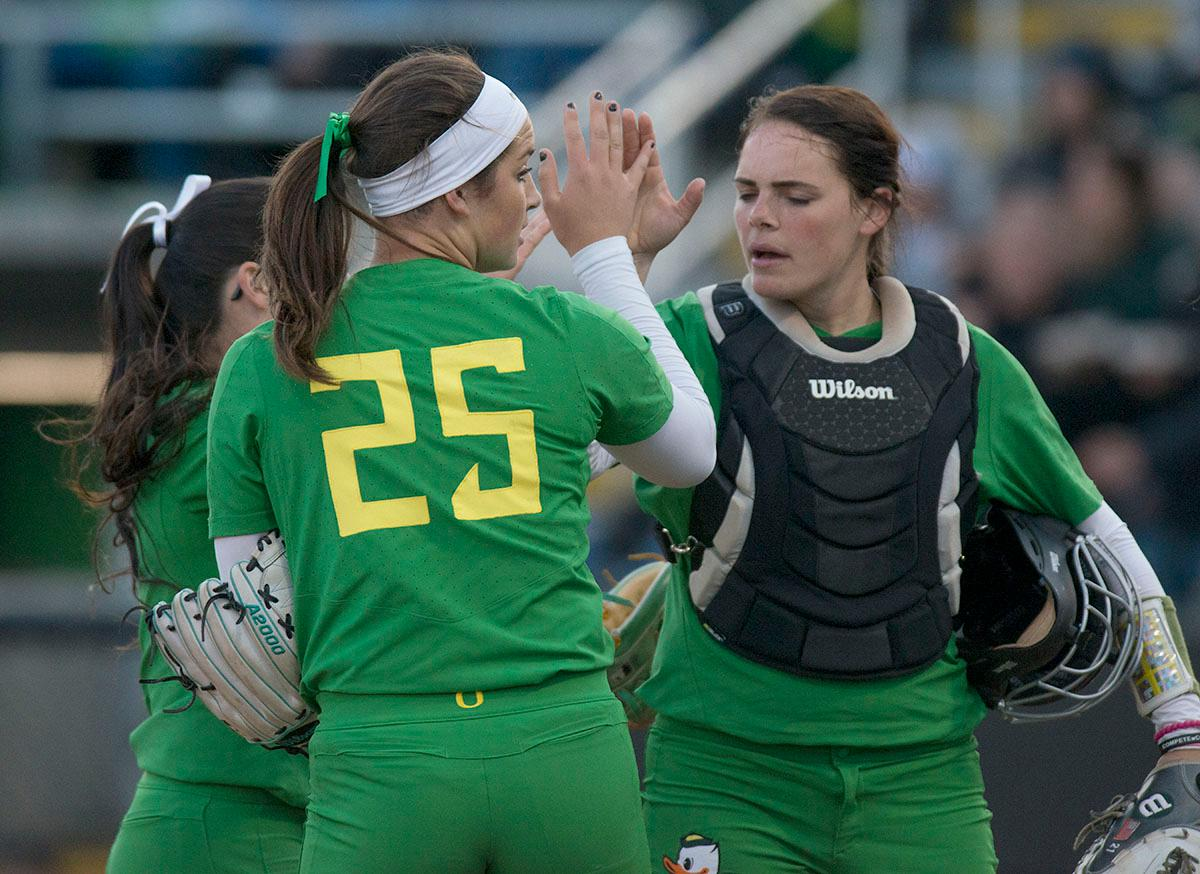 Oregon Ducks teammates high five after an inning. The No. 5 Oregon Ducks defeated the No. 2 Florida State Seminoles in both games of the doubleheader (11-0, 3-1) on Saturday afternoon. This sweep of the first two rounds of the postseason happened in front of a soldout crowd of 2,517 at Jane Sanders Stadium. Photo by Cheyenne Thorpe, Oregon News Lab