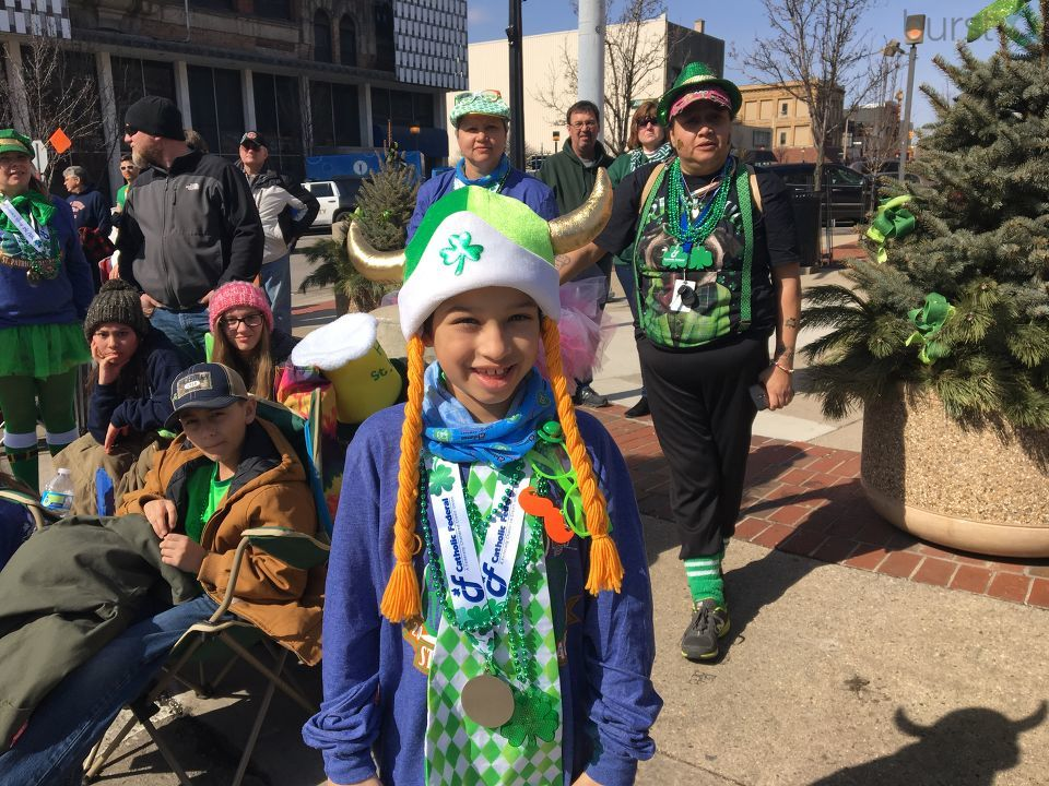Bay City's Center Avenue awash in green for annual parade (Credit: Dave B.)