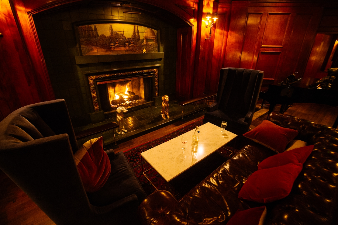 When it's actually called The Fireside Room - you know it belongs on this list. Find it inside the Sorrento Hotel at 900 Madison St, Seattle, WA 98104.  Brrr! We're hitting some real cold temps out there people. If you don't have a fireplace at home, hop on over to one of these bars and get warm (inside and out)!
