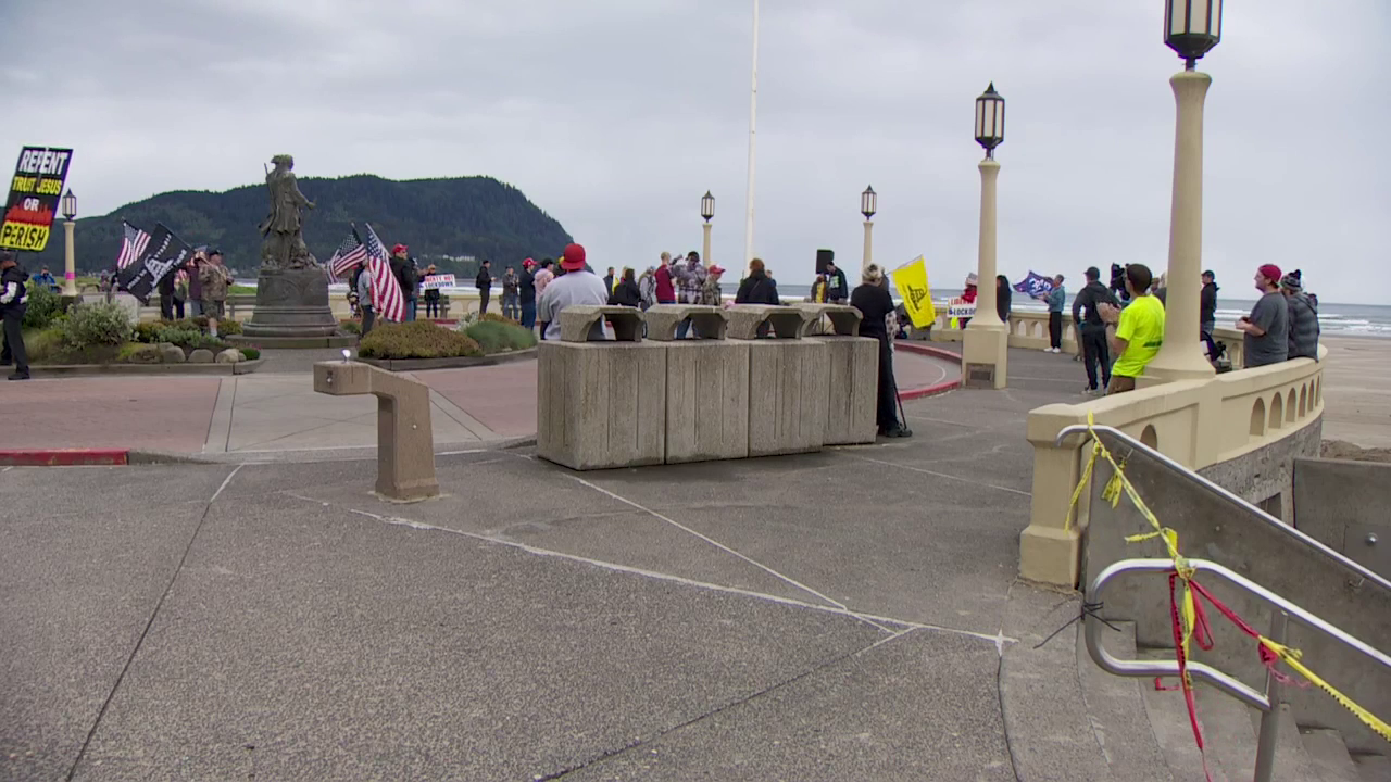 A crowd rallied in Seaside on May 16, 2020, asking officials to reopen Oregon's beaches. KATU photo