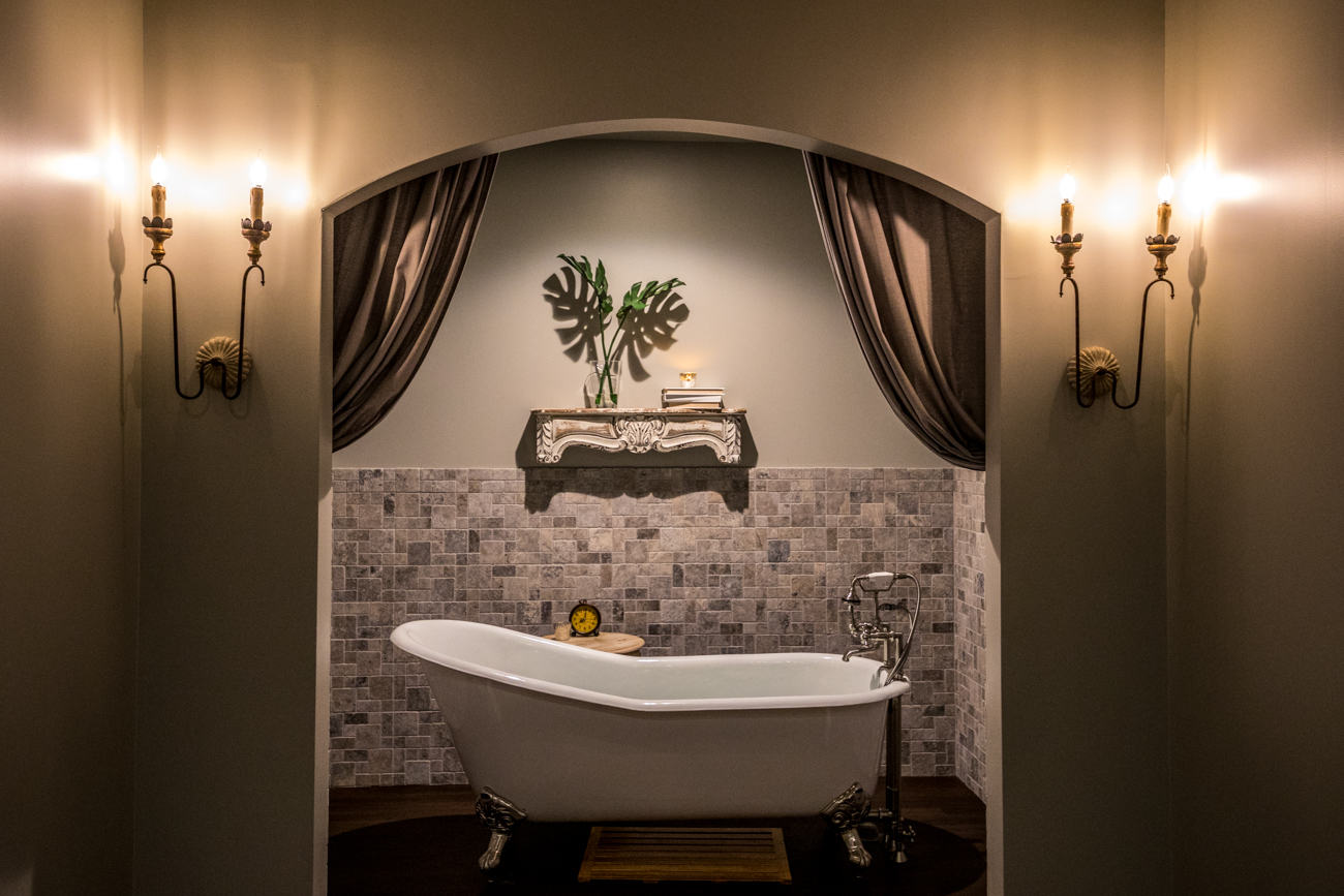 The Tub Room allows guests to soak before or after a massage. They can add an aromatherapy bath cure to any massage, as well. The Lazy Days renewal service also uses the tub for a soothing seaweed and sea salt tub soak. / Image: Catherine Viox // Published: 12.16.19