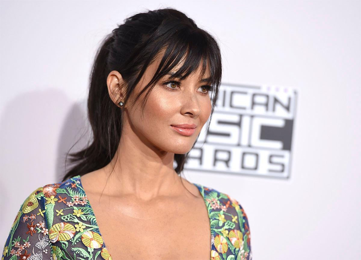 Olivia Munn arrives at the American Music Awards at the Microsoft Theater on Sunday, Nov. 20, 2016, in Los Angeles. (Photo by Jordan Strauss/Invision/AP)