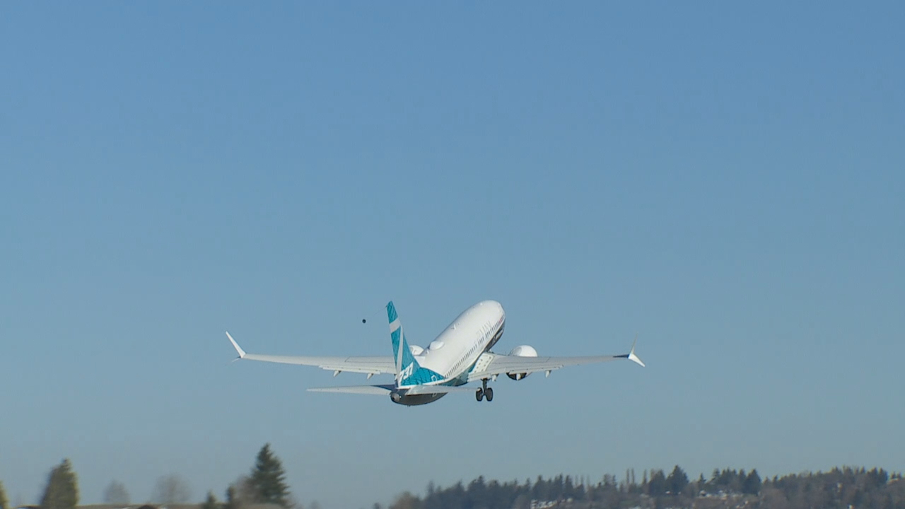 Boeing's new 737 MAX 7 takes inaugural flight over Seattle Friday (KOMO Photo)