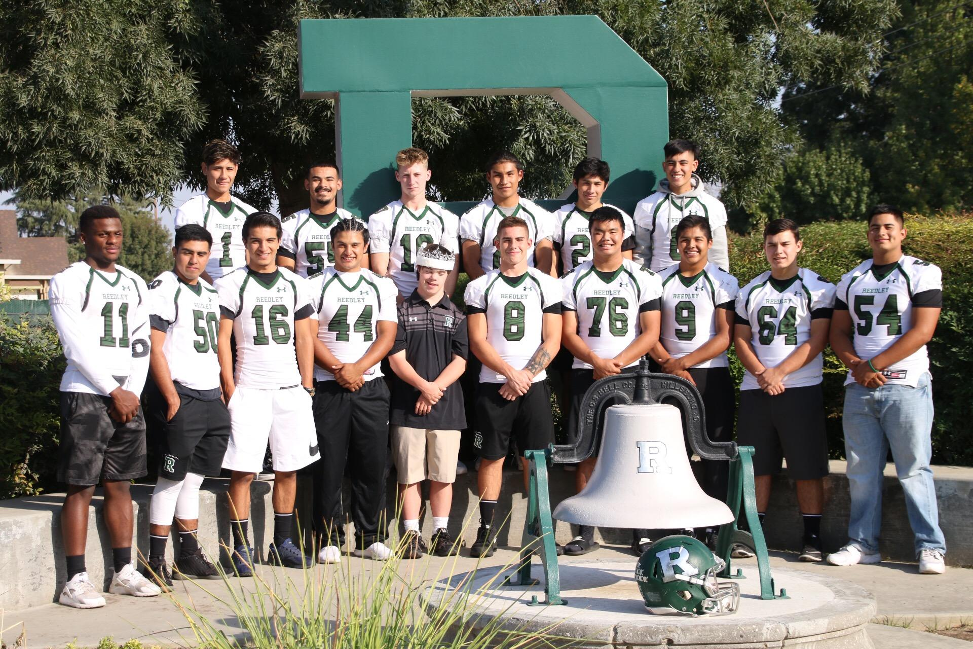 Jack Welsh and the Reedley football team's senior picture.