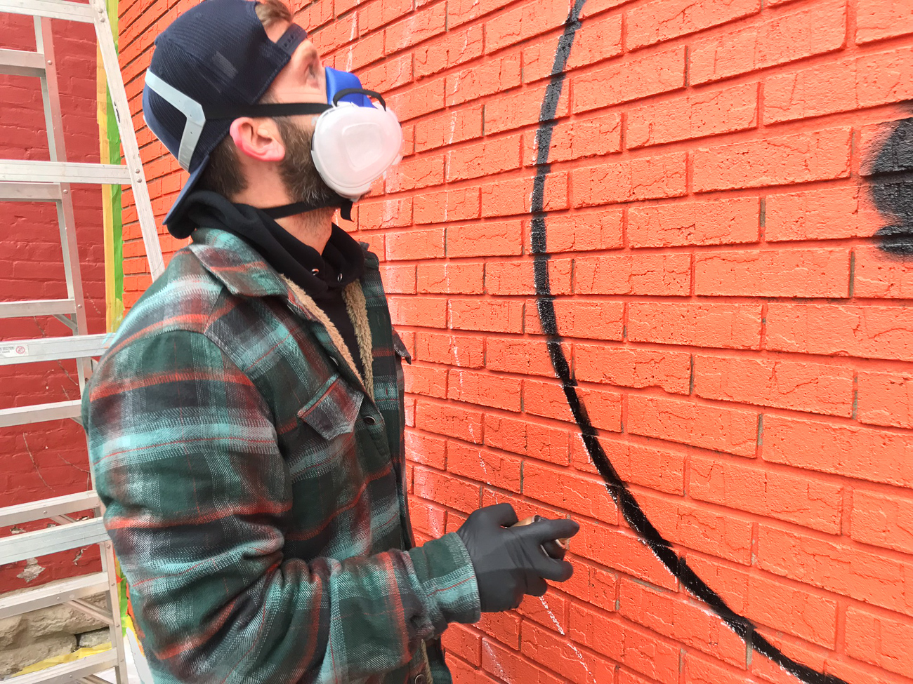 Josh Stout is determined to complete 19 murals in 2019. If you own a building or have a blank wall that would benefit from having a mural, Josh is your artist. Reach out to him at Josh@MakeshiftMammoth.com / Image: Phil Armstrong, Cincinnati Refined // Published: 8.10.19