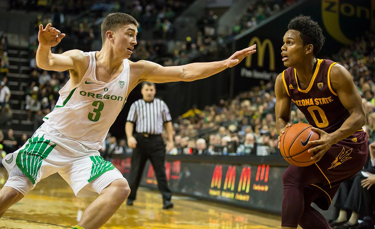 Arizona State guard Tra Holder (#0) looks for a shot as Oregon guard Payton Pritchard (#3) moves in to block. Pritchard ended the night with six points and 2 rebounds. The Oregon Ducks defeated the Arizona State Sun Devils 71 to 70. Photo by Ben Lonergan, Oregon News Lab