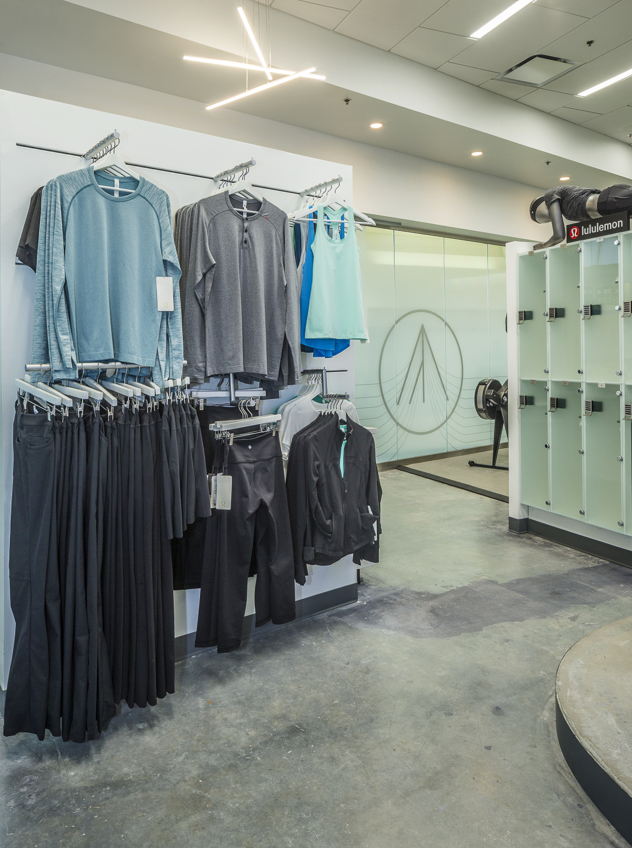 You pack socks and RoamFitness does the rest. They'll supply you with a free rental outfit from Lululemon and shoes.{ }(Image: Courtesy RoamFitness)