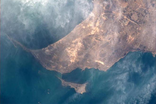 Baku, Azerbaijan (Photo & Caption courtesy Koichi Wakata (@Astro_Wakata) and NASA)