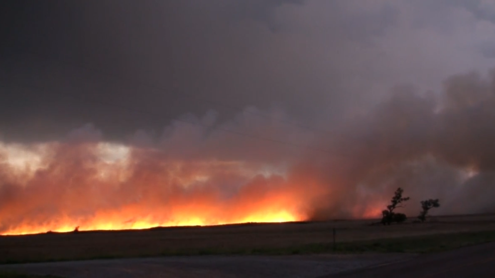 Inside the Storm: Lightning from thunderstorm sparks large fire in Texas